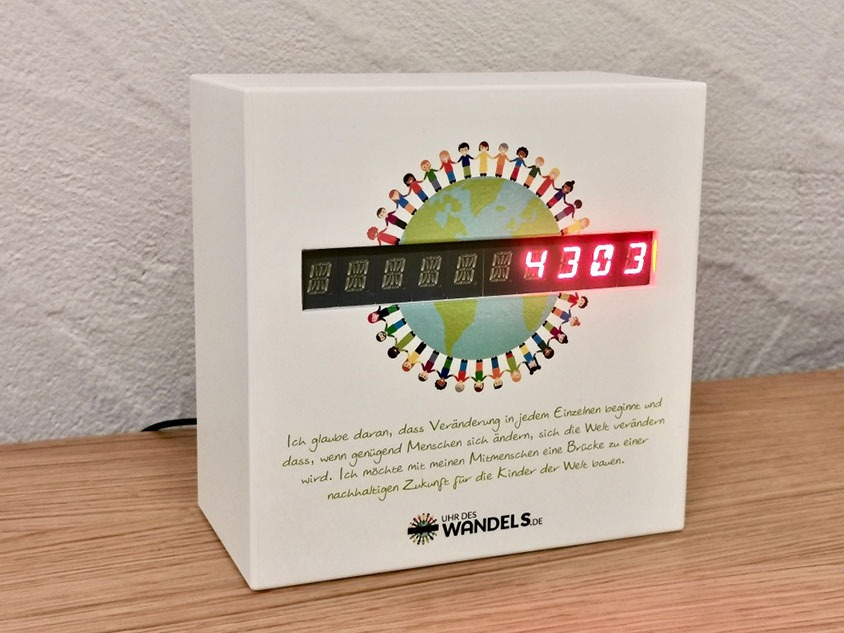 Human Connection - Uhr des Wandels4303